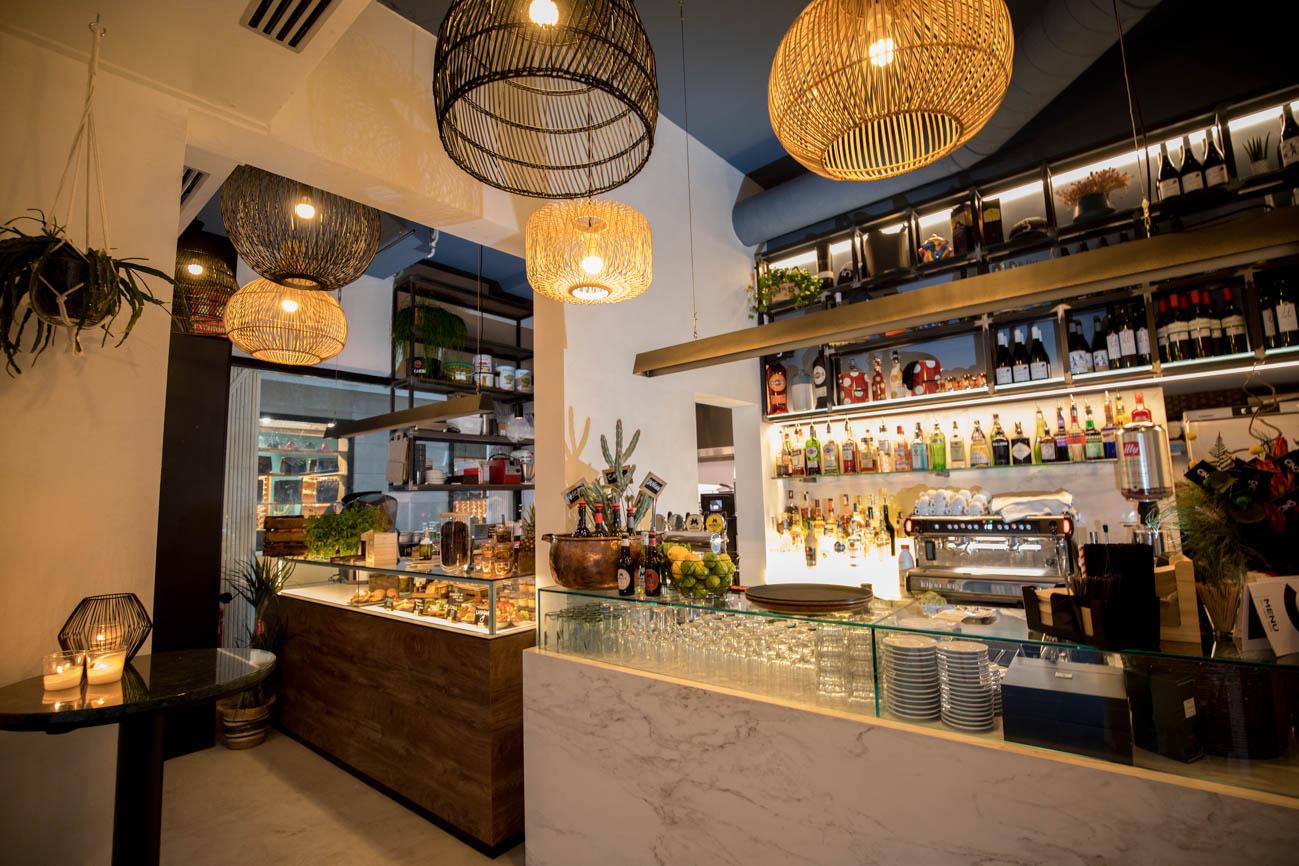 Cinc Restaurant Indoor Bar